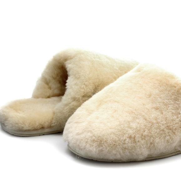 c5a739123c2 UGG Women's Fluffy Clog Slippers NWT